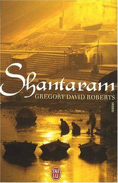 Dans les années 1980, Lin s'évade d'une prison australienne et s'envole pour Bombay. C'est alors le début d'un long parcours initiatique, au cours duquel sa vie sera bouleversée. Docteur dans un bidonville avant d'intégrer la mafia de Bombay, Lin connaîtra l'amour mais devra aussi faire face à la trahison et à la violence. Grande fresque épique, ce roman brosse le portrait d'une Inde terriblement humaine.