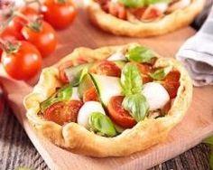 Mini quiche froide aux tomates cerises, courgette et mozzarella : http://www.cuisineaz.com/recettes/mini-quiche-froide-aux-tomates-cerises-courgette-et-mozzarella-82176.aspx