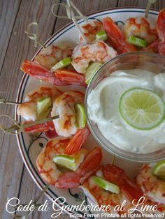 Code di gamberone al lime - Antipasto di pesce - prawns with lime sauce Lemon Recipes, Fish Recipes, Seafood Recipes, Healthy Recipes, Delicious Deserts, Yummy Food, Appetizer Buffet, Appetizers, Party Finger Foods