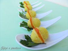 Un'idea che ho preso da un numero di qualche mese fa di Sale Pepe, i baci di patate sono stuzzichini salati adatti per un aperitivo insolit...