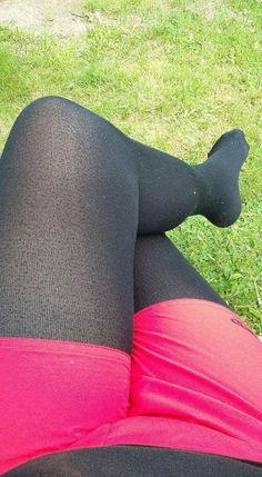 Cool Tights, My Tights, Shorts With Tights, Leggings, Fleece Tights, Nylons, Black Pantyhose, Black Tights, Colored Tights Outfit