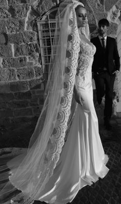 Elegance is the only beauty that never fades. Glitz Wedding, Wedding 2015, Wedding Bride, Wedding Stuff, Dream Wedding, Hollywood Style, Hollywood Fashion, Beautiful Wedding Gowns, Beautiful Bride