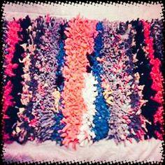 Mini alfombra con distintas telas Friendship Bracelets, Mini, Jewelry, Rugs, Fabrics, Jewlery, Jewels, Jewerly, Jewelery