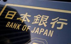 تقرير: بنك اليابان يدرس خفض توقعات التضخم                مباشر: يدرس البنك المركزي الياباني خفض توقعات التضخم في البلاد لهذا العام في تقريره الربع السنوي المقرر الإعلان عنه الأسبوع المقبل. ونقلت وكالة بلومبرج عن مصادر مطلعة على مناقشات المركزي الياباني اليوم الثلاثاء إن البنك قد يخفض توقعاته للتضخم الأساسي للسنة المالية التي تنتهي في مارس 2018 والبالغ حاليا 1.1%. وذكرت الوكالة أنه لم يتم اتخاذ قرار نهائي حول ما إذا كان سيتم خفض التوقعات أو أنه سيتم إرجاء القرار حتى اجتماع السياسة المقرر أن…