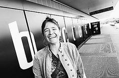 Comédienne et metteur en scène, Corinne Arter est cheffe de projet pour TransHelvetia, chargée de cours à la Haute Ecole de théâtre de Suisse Romande et à la Haute Ecole Pédagogique, consultante pour le Theater Pädagogik Schweiz et programmatrice pour le Festival jeune public de Bâle.