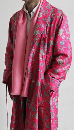 CLASSIC DRESSING GOWN FOR MAN IN 100% PRINTED TWILL SILK WITH SATIN PIPING Mode Masculine, Edgy Outfits, Business Attire, Men's Accessories, Cute Designs, Dandy, Aquarius, Sexy Lingerie, Armoire