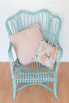 wicker garden chair makeover using pale turquoise Pinty Plus spray chalk paint. Really quick and effective DIY for cane furniture. Wicker Couch, Wicker Headboard, Wicker Bedroom, Outdoor Wicker Furniture, Wicker Shelf, Wicker Table, Bamboo Furniture, Wicker Chairs, Upholstered Chairs