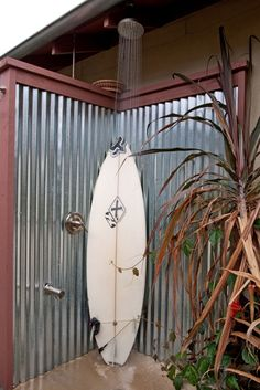 Beautiful Corrugated Metal mode San Diego Beach Style Patio Decoration ideas with beach colored concrete corrugated metal galvanized metal outdoor shower rain shower head rain showerhead Outdoor Baths, Outdoor Bathrooms, Outdoor Rooms, Outdoor Tub, Outdoor Photos, Outdoor Kitchens, Contemporary Landscape, Landscape Design, Contemporary Kitchens