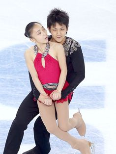 Seriously hilarious pics of figure skaters who look like they're having sex... These will make your day.