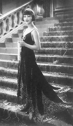 Anna May Wong was the first Chinese American movie star, Hollywood Icons, Old Hollywood Glamour, Hollywood Fashion, Vintage Glamour, Traditional Fashion, Traditional Dresses, Anna May, Putting On The Ritz, 1920s Outfits