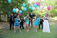 Either get balloons to match the dresses, or the prom theme colors Homecoming Poses, Homecoming Pictures, Prom Poses, Graduation Pictures, Senior Prom, Dance Photos, Dance Pictures, Prom Photography, Photography Ideas