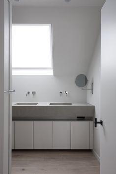 moderne badkamer met zwevend badkamermeubel en mozaiek tegels - ik ...