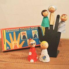 1950~1960年代、チェコスロバキア時代の 木製パペットです( `・∀・)ノ 5本指に各々嵌る、5人家族の指人形。ボディはそれぞれ違うハギレ(?)生地。おじいちゃんが一番派手です(^-^)。 #dittytools#antique#vintage#retro#midcentury#fingerpuppets#puppet#toy#doll#50s#60s#packagedesign#illustration#family#ヴィンテージ#アンティーク#レトロ#レトロ雑貨#東欧雑貨#北欧雑貨#雑貨屋#人形#指人形#パペット#家族#イラスト#パッケージ#駒場#駒場東大前