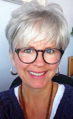 Short hairstyles for women over 50 (51)
