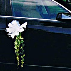 """Jodeci - Love U 4 Life La décoration de la voiture des mariés originale : une armature en bois """"coeur"""" travaillée avec des succulentes ..... Une décoration """"so"""" nature ! Fleurs et Déco crée des décorations de voitures mariage sur mesure, selon le type... Just Married Car, Bridal Car, Wedding Car Decorations, Honda City, Sweetest Day, Bouquet, Anniversary, Wedding Anniversary, Autos"""
