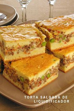 Ground beef pie with sour cream dough cake recipes unicornio cake cake de carne de tortilla salados individuales I Love Food, Good Food, Yummy Food, Beef Pies, Diy Food Gifts, Portuguese Recipes, Snacks, Tapas, Food And Drink