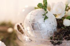 Interior / Home Decor: Winter Wonderland | Mood For Style - Fashion, Food, Beauty & Lifestyleblog | glänzende Christbaumkugeln