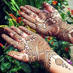 Make a #hennaartist happy by going for two full palms! My favorite placement for henna and the least requested this summer. #maplemehndi #MV #MVY #marthasvineyard #hands #hennapro #hennaart #designer #detail #adornment #bridal #bridalhenna #bridalmehndi #Edgartown #islandlife #oakbluffs #VineyardHaven #VineyardHenna #summerliving
