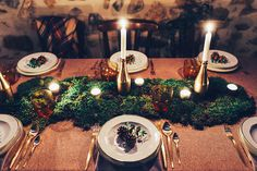 #genuineoccasions #genuine #weddingdesigner #weddingplanner #eventplanner #wintercottage #wedding #tablescape #cozy