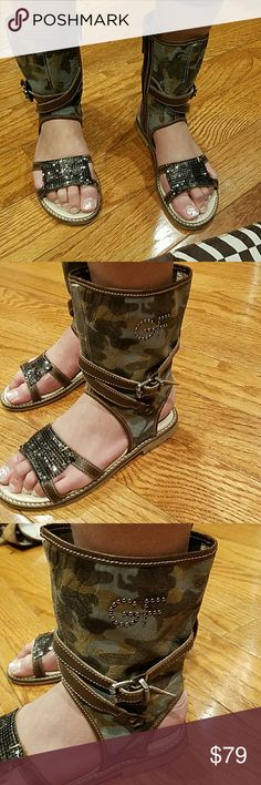 Ferre Juniors Girls Gladiators sandals shoes sz 1 Gianfranco Ferre Juniors Girls Gladiators leather sandals shoes size EU 32 US 1 Made in Italy Pre loved Retail price $350 Gianfranco Ferre Shoes Sandals & Flip Flops