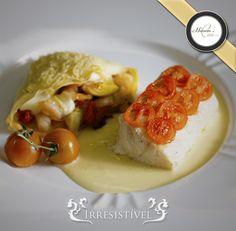 Gastronomia sofisticada para eventos de alto padrão. Aqui, temos um Peixe em Crosta de Tomates com Crepe de Camarão sobre Fonduta. Lindo e irresistível.<br /><br />#NuvemDeCoco #CasamentodosSonhos #NoitePerfeita #Sofisticação #Beleza #Estilo #Gastronomia #SonheComAGente #RealizandoSonhos #DreamsComeTrue #Buffet #Decoração #Casamento #Eventos #BuffetCuritiba #Curitiba<br /><br />Foto: Namester