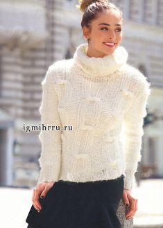 Мягкий и пушистый свитер белого цвета, с узором «Узелки». Спицы