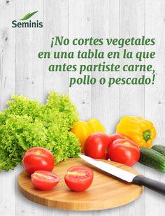 Evita la #contaminación cruzada y el riesgo de #salmonella no usando la misma tabla para cortar #carnes y #vegetales.