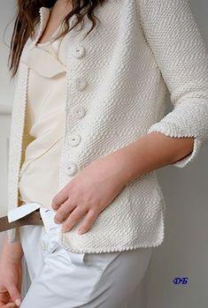 Knitting İdeas - un gilet avec l'indémodable point de riz - rich photos Crochet Coat, Crochet Jacket, Crochet Clothes, Crochet Pattern, Diy Crochet, Love Knitting, Knitting Blogs, Sweater Coats, Sweaters
