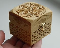 """""""Snowflake"""" hand carved wooden box by Tatiana Baldina Wood Carving Designs, Wood Carving Patterns, Wood Carving Art, Wooden Art, Wooden Crafts, Wooden Boxes, Chip Carving, Got Wood, Fabric Stamping"""