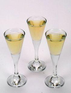Mere end 25 opskrifter fra læserne på en god julesnaps. Flute, Martini, Champagne, Food And Drink, Cocktails, Tableware, Bitter, Christmas, Wine