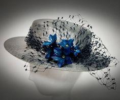 Mar de la Corte sombreros y tocados