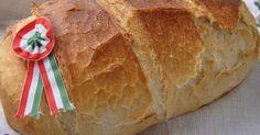 Mennyei A tökéletes fehérkenyér recept! Mivel kenyérben van a jól bevált, de azért még próbálgatok, Attkáriné Terike kenyerét próbáltam ki augusztus 20.-án. Csodaszép lett és nem semmi méretű így akár le is lehet felezni az adagot. Ebből az adagból egy 1860 g-os kenyér lett. Az unokatesóm így megspórolta az aznapi sütést, mert a felét átvittük neki. És hát kell attól nagyobb elismerés milyen finom, mint amikor azt látja az ember, hogy azonnal neki esnek és dörgölik be a finom friss…