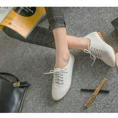 . Korean Retro Ladies Simple Casual Plain Color Peas Flat Formal Covered Shoes Code :  WFSJT 19002 .  RM 29  . Size: 36 37 38 39 40 . . Postage  SM dan SS - RM 14 And sometimes there's additional charge according to size and weight . Description: -weight: 0.42kg -Upper Material: Synthetic -Sole Material: Rubber -Lining Material:Synthetic . WHATSAPP  01117770941 . #aksesori #gelangmurah #kasutmurah #borongmalaysia  #kasutmurahmalaysia #Gadgetmalaysiamurah #KoreanstyleMalaysia…