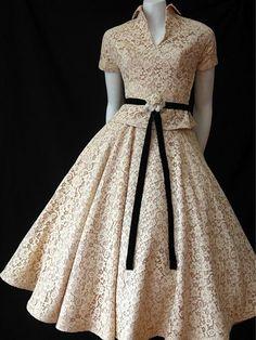 Vintage Fashion: gorgeous cream lace dress with black ribbon belt. Look Fashion, Retro Fashion, Vintage Fashion, Fashion News, Latest Fashion, Fifties Fashion, Vintage Couture, Classic Fashion, 1950s Fashion Dresses
