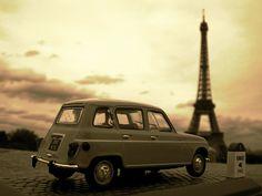 Renault 4 in Paris