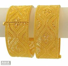 Indian Jewelry Earrings, Gold Rings Jewelry, Jewelry Design Earrings, India Jewelry, Jewelery, New Jewellery Design, Gold Bangles Design, Bridal Bangles, Gold Fashion