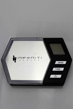 CAPACITY : 50 g Accuracy : g Power : 2 x AAA Batteries Tare Rage : Tare full capacity Auto off : 60 Seconds Size : 112 x 76 x 18 mm Weight : 118 g Stain gauge precision technology With Black Light - Low Battery Indication Full Capacity, Digital Scale, 50th, Rage, Technology, Black, Tech, Black People, Tecnologia