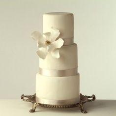 Love this simple #wedding #cake