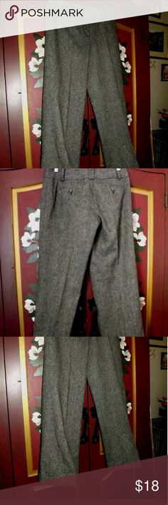 "Wool Pants by Ann Taylot Lower Cut Sz 6 These are gorgeous salt & pepper grey wool blend pants that are lined with 100% polyester. DRY CLEAN ONLY. Signature Fit, lower on waist...waist measures 32* and inseam is 32"". There is a sewn cuff at bottom of pants (see photos) Waist band features double belt loops and placards with buttons (again, see photos)...back pockets have button closure small (1"" deep) slit pockets in front just below waist band. Absolutely gorgeous. Still have store tag…"