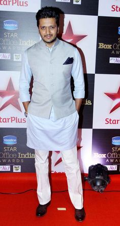 Ritesh Deshmukh Photos - Ritesh Deshmukh at STAR Box Office Awards Wedding Kurta For Men, Wedding Dresses Men Indian, Wedding Dress Men, Wedding Men, Wedding Suite, Kurta Pajama Men, Kurta Men, Modi Jacket, Boys Kurta Design