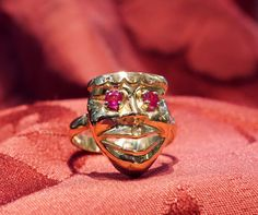 Venetian Mask Ring - 18 kt yellow gold and rubies - Dogale Jewellery Venice Italy