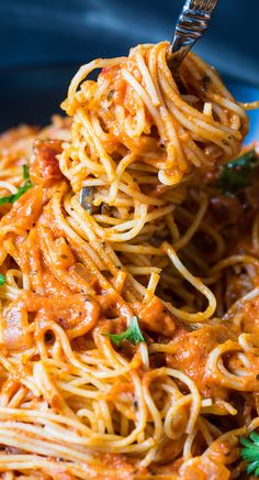 Spicy Tomato Cream Pasta - quick and easy to make for a weeknight meal! (use Dreamfields / serve with grilled chicken for an S meal)
