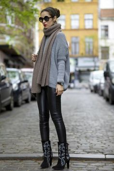 Autumn street style.  Add a quirk with a patterned boot or bag.  This outfit shows attention to detail.