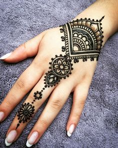 Henna Hand Tattoos Water Looking . Henna Hand Tattoos Water Looking . Henna Tattoos Artist Galway Design for the Hand Henna Tattoo Hand, Henna Tattoo Muster, Et Tattoo, Mandala Tattoo, Tattoo Finger, Henna Mandala, Easy Hand Henna, Tattoo Art, Nail Tattoo