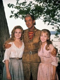 Carroll Baker, James Stewart and Debbie Reynolds on the set of 'How the West Was Won'. Carroll Baker, Hollywood Stars, Classic Hollywood, Old Hollywood, Western Film, Western Movies, Western Art, Old Movies, Vintage Movies