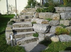 Landscaping steps and boulders retaining wall – Ewa Maria - Garten Dekoration Mulch Landscaping, Landscaping With Rocks, Landscaping Ideas, Mailbox Landscaping, Patio Ideas, Yard Ideas, Landscape Fabric, Landscape Design, Boulder Retaining Wall
