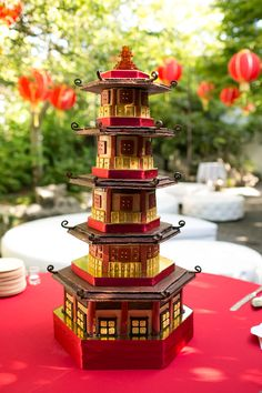 LOVE this pagoda cake by La Joconde. Simply amazing.