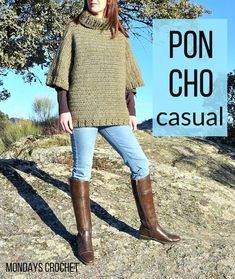 Poncho de crochet para mujer Casual poncho for woman Poncho Knitting Patterns, Knitted Poncho, Crochet Cardigan, Crochet Patterns, Crochet Shawl Free, Crochet Lace Dress, Diy Crochet, Popular Crochet, Knit Fashion