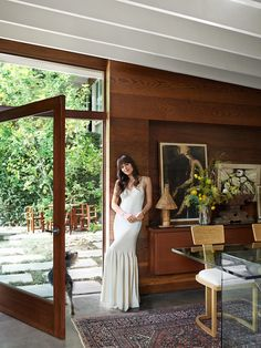 Step Inside Dakota Johnson's Midcentury-Modern Home - Dakota Johnson turns to Pierce & Ward to craft a dreamy refuge from the bustle of L. Architectural Digest, Johnson House, Los Angeles Homes, Celebrity Houses, Celebrity Style, Step Inside, New Wall, Design Firms, Open Plan