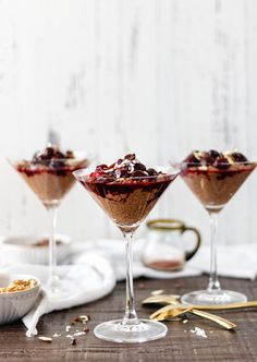 This chocolate pudding is a delicious and indulgent dessert that is surprisingly healthy too. It's a light, low calorie treat that is perfect for a date night in, or a healthy snack option. |@ Naomi A Life Delicious Healthy Snack Options, Healthy Dessert Recipes, Raw Food Recipes, Easy Desserts, Delicious Recipes, Yummy Food, Dinner Recipes, Homemade Chocolate Pudding, Decadent Chocolate